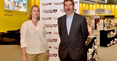 El cacao natural, incluido en la primera pirámide de la dieta mediterráneapara niños y jóvenes